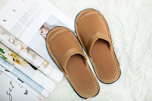 咖色环保拖鞋