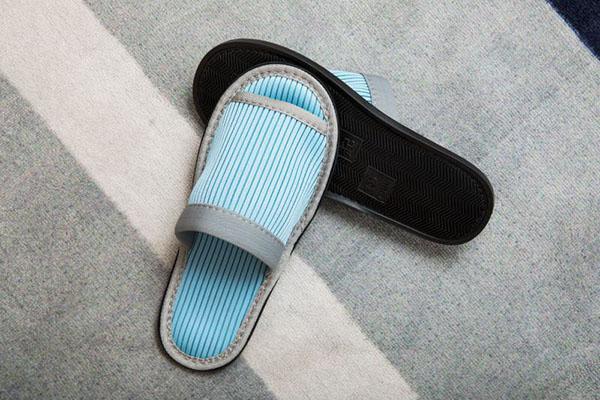 蓝色开口环保拖鞋