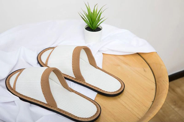 白色开口环保拖鞋