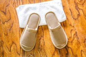 咖色开口环保拖鞋